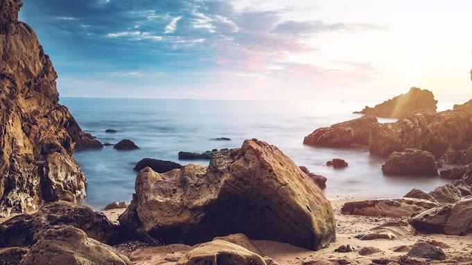 Paisagem Natural Rochas na Praia