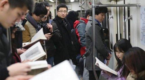 Budaya Tachiyomi Cerminan dari Minat Baca yang Tinggi di Jepang