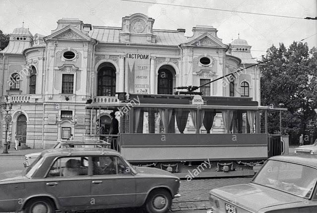 1985 год. Улица Горького. Первый водитель обновленного ретро-трамвая Лаймонис Виткус