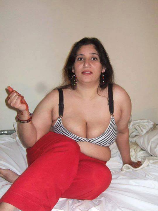 auntys bra boobs