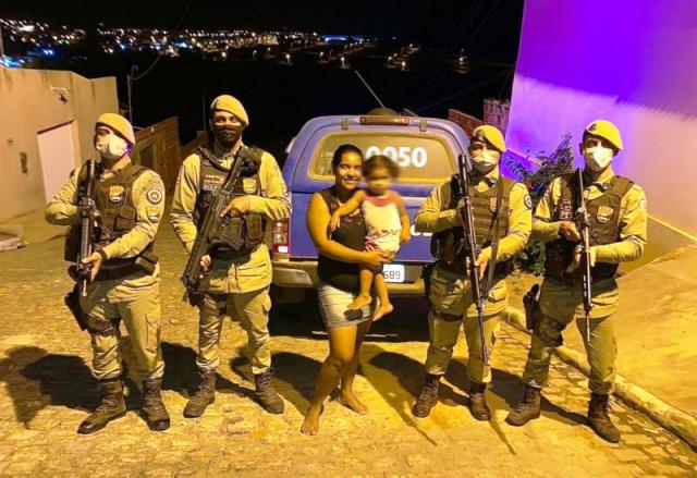 Polícia Militar salva vida de criança de 02 anos que estava engasgada, em Brumado