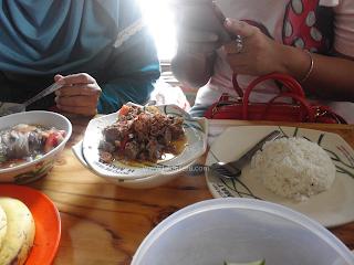 Makan Soto Betawi Di Rumah Makan Soto Betawi Haji Mamat