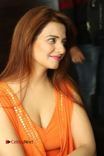 Actress Saloni Aswani Pos in Short Dress at Meelo Evaru Koteeswarudu Movie Interview  0054.JPG