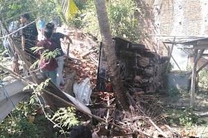 Niat pergi melayat, mobil pick up terguling di Jerowaru, 2 orang meninggal