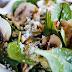Ensalada de espinacas, champiñón  y queso de cabra