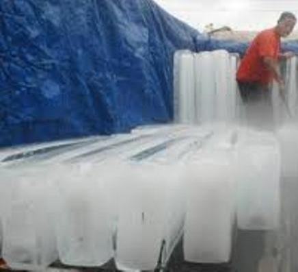 Es Batu Tidak Aman Konsumsi Terbuat dari Air Mentah, Warnanya Putih Seperti Susu