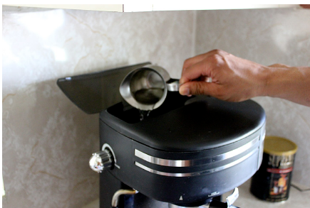 How to Make Cuban Coffee With an Espresso Machine