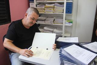 Ao assinar os títulos de domínio do Balneário Samburá, no dia 30/01, o prefeito Geraldino Júnior destacou a segurança jurídica
