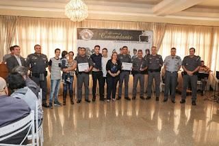POLICIAIS MILITARES DE JACUPIRANGA SÃO HOMENAGEADOS PELO COMANDANTE GERAL DA POLÍCIA MILITAR EM SÃO PAULO