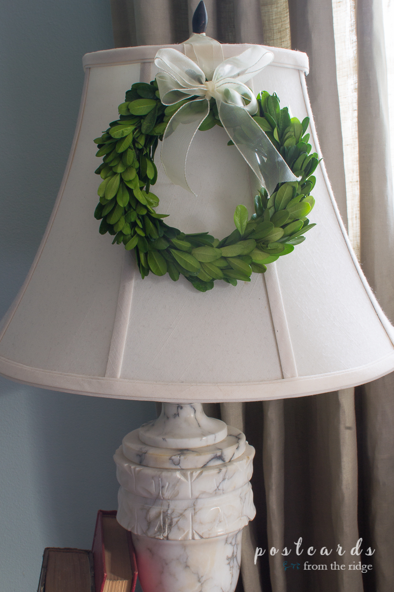 Decorate A Lamp. So Cute! Love This Boxwood Wreath On The Lamp. Lots Of  Other Great Christmas