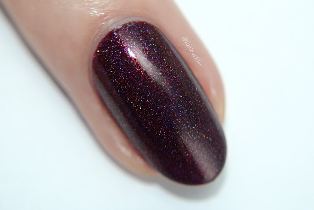 cirque ambrosia swatch macro holographic christmas nails