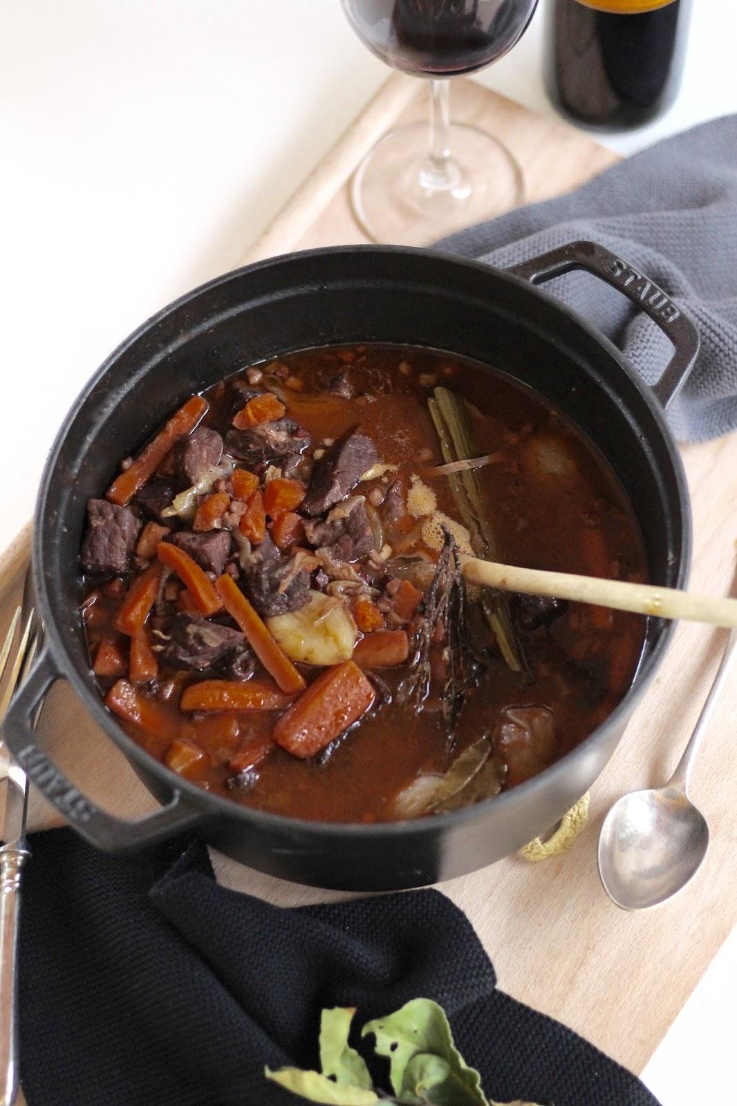 Boeuf Bourguignon - das Rezept für einen köstlichen Rinderschmortopf auf französische Art