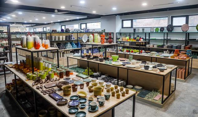 Không gian trưng bày dưới tầng hầm của công trình bảo tàng gốm Bát Tràng