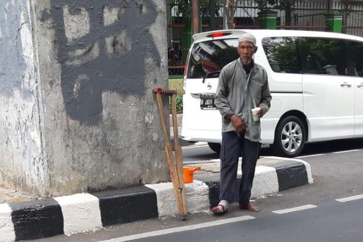 Pengemis Pincang di Senayan Mendadak Lari Ketika Diamanka