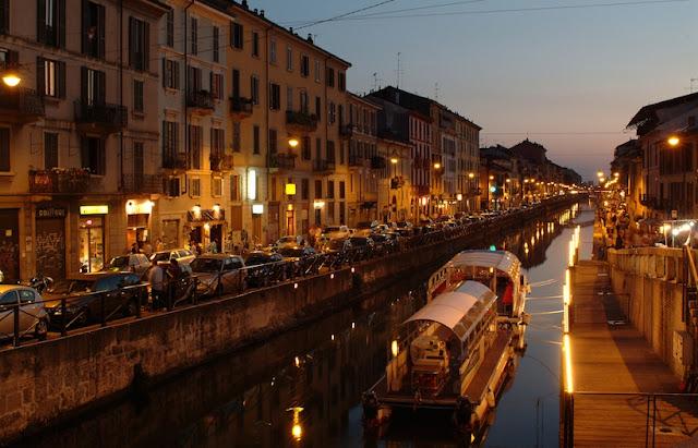 Passeio romântico por Navigli em Milão