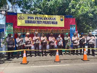 Cek Petugas Pos Pam dan Pos Yan Ops Ketupat 2021, Kasat Lantas Polres Wajo Beri Semangat