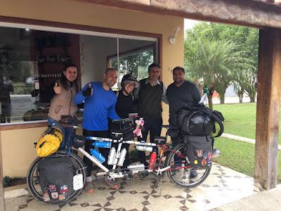 Casal que está dando a volta ao Mundo de bicicleta passou por Eldorado