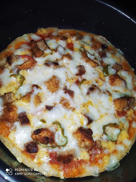 وصفة البيتزا السهلة  في ربع ساعة ( بيتزا الطاسة) السريعة