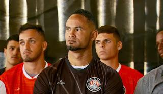 Goleiro Bruno é anunciado como reforço de time no Tocantins
