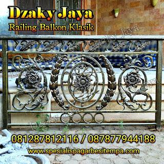 Contoh model railing balkon besi tempa untuk rumah mewah klasik