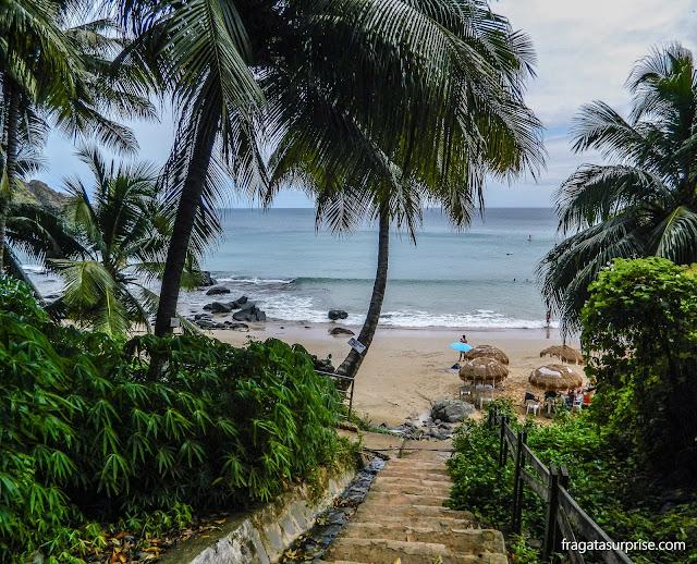 Escadaria de acesso à Praia do Cachorro, Fernando de Noronha