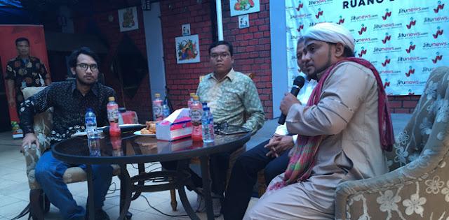 Novel Bamukmin: Prabowo Sadar Diri Jadi Makmum Salat, Tak Mau Pencitraan