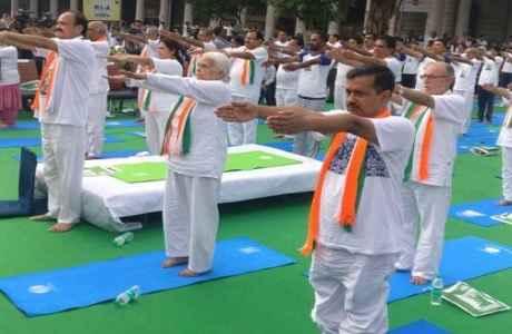 arvind-kejriwal-anil-baijal-and-venkaiah-naidu-yoga-in-new-delhi