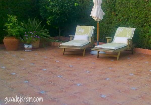 5 opciones de suelos para el jard n y la terraza guia de jardin - Suelos para jardines pequenos ...
