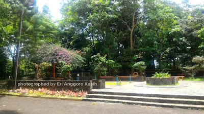 Area terbuka yang dapat digunakan untuk berkumpul di hutan kota Bungkirit