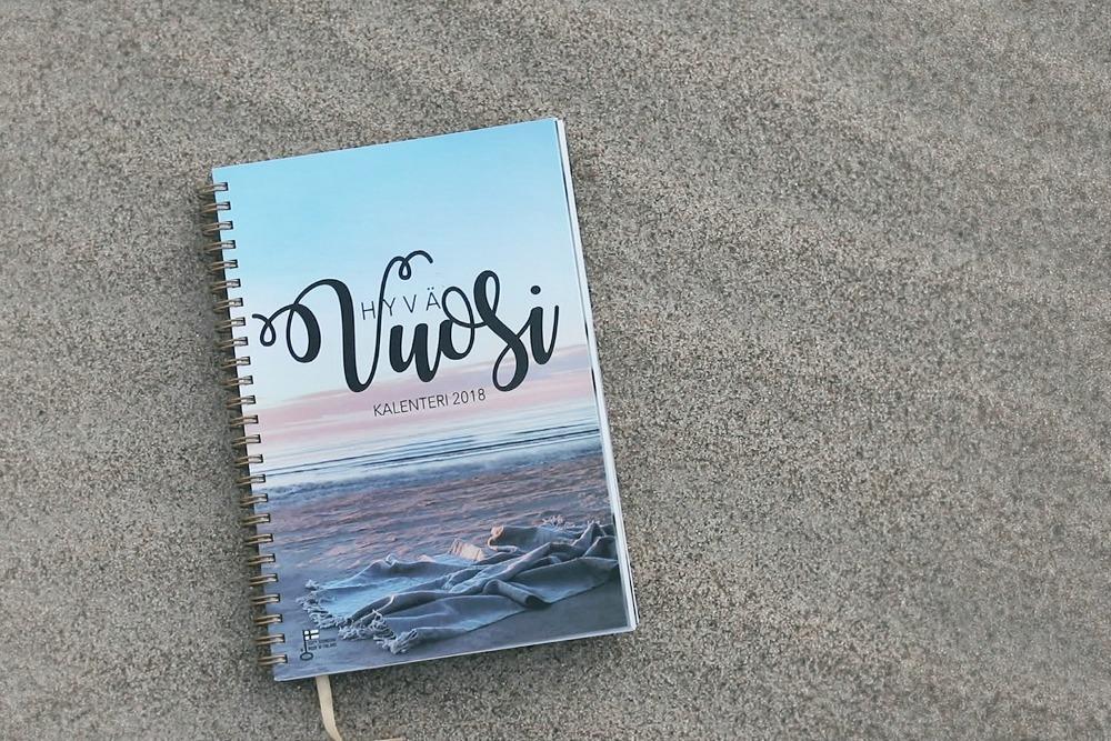 HYVÄ VUOSI 2018, kalenteri, kalenteri 2018, päivyri, almanakka, kotimainen, hyva vuosi, Visualaddict, valokuvaaja, Frida Steiner, aforismi, mietelause, Yyteri, Pori, hyvä elämä, kalenteri netistä, kalenteri vuodelle 2018, luonto, luontokuva, ranta, nature, beach