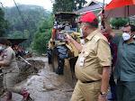 Gubernur Olly Tinjau dan Salurkan Bantuan ke Korban Banjir Bandang di Mitra