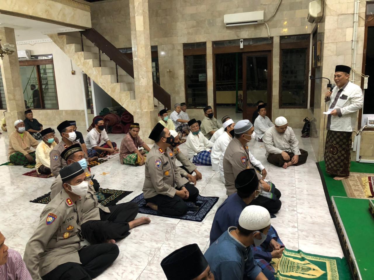 Satu Jam Mengaji Bersama Polisi, Cara Lain Memakmurkan Masjid