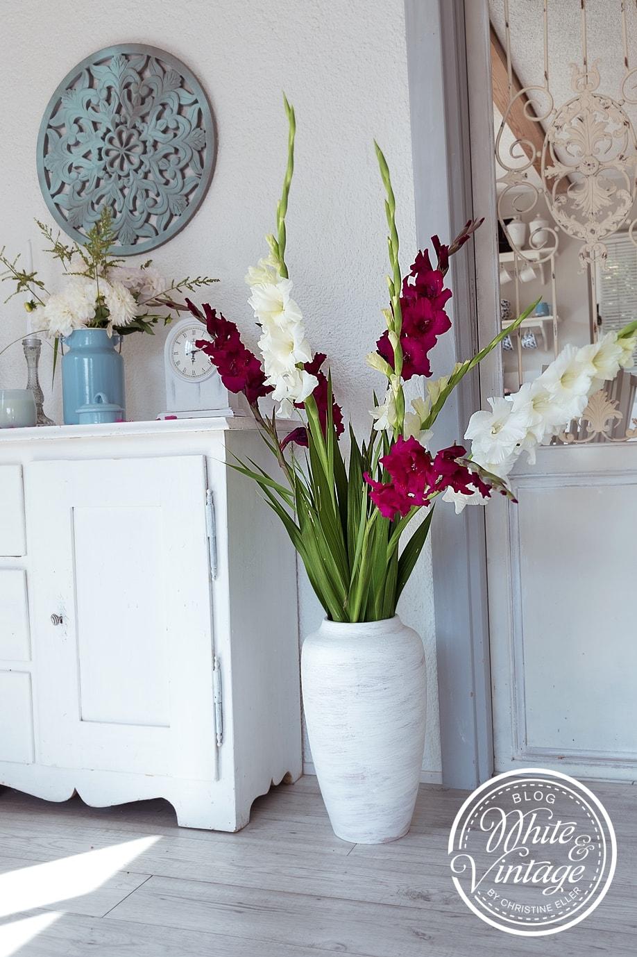 Upcycling-Deko: Alte Vase mit Farbe streichen