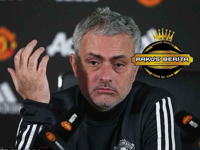 Mourinho 'Mesitnya MU Dapatkan Pinalti !'