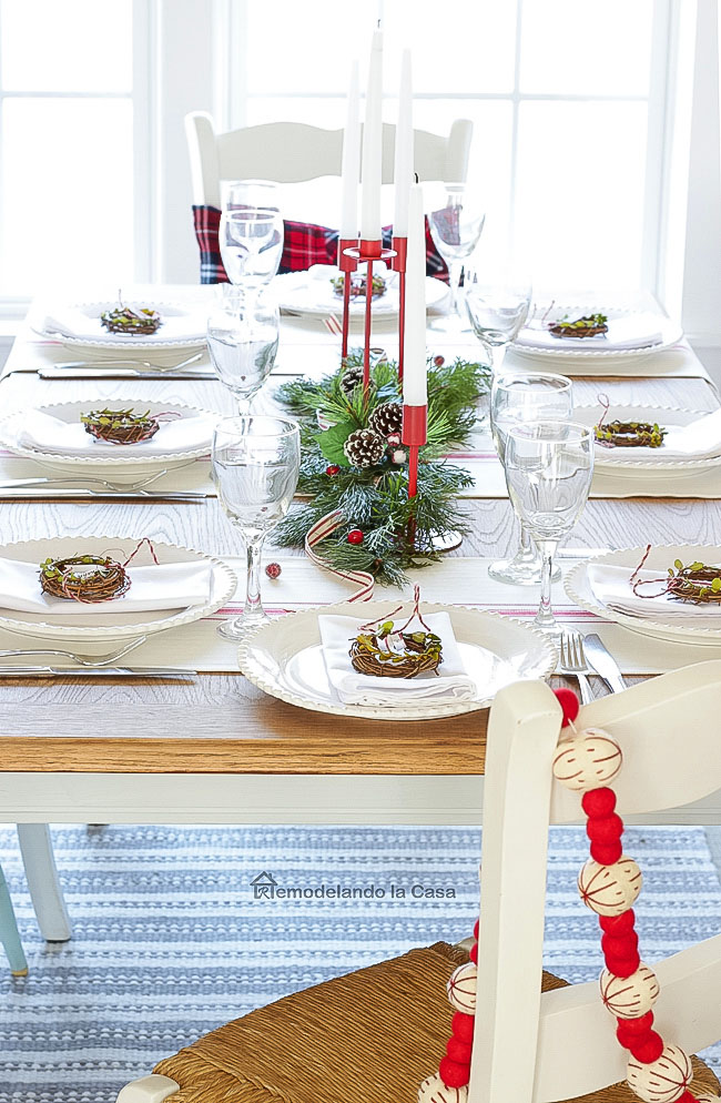 red and white tablescape with mini boxwood wreath place cards.