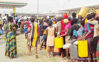 Nigerians complain As Kerosene Price Increases To 400 per Litre