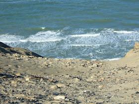 Eine Welt aus Sand: Der Leuchtturm von Rubjerg Knude. So steil geht es hier zum Meer hinunter. Absturzgefahr!