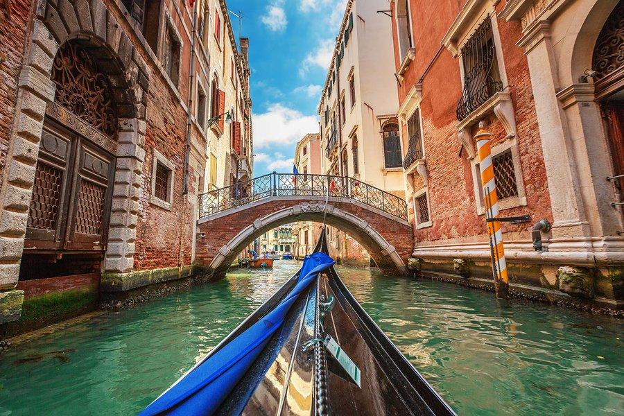 Прогулка на лодке по каналам Венеции