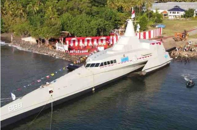 Menggantikan KRI Klewang, Kapal Cepat Rudal KRI Golok 688 Resmi Meluncur Dengan Airbag System