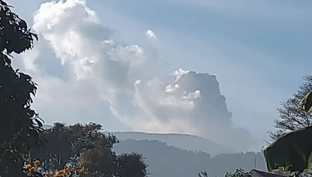 Gunung Tangkuban Perahu Erupsi, Wisatawan Diminta Patuhi Instruksi