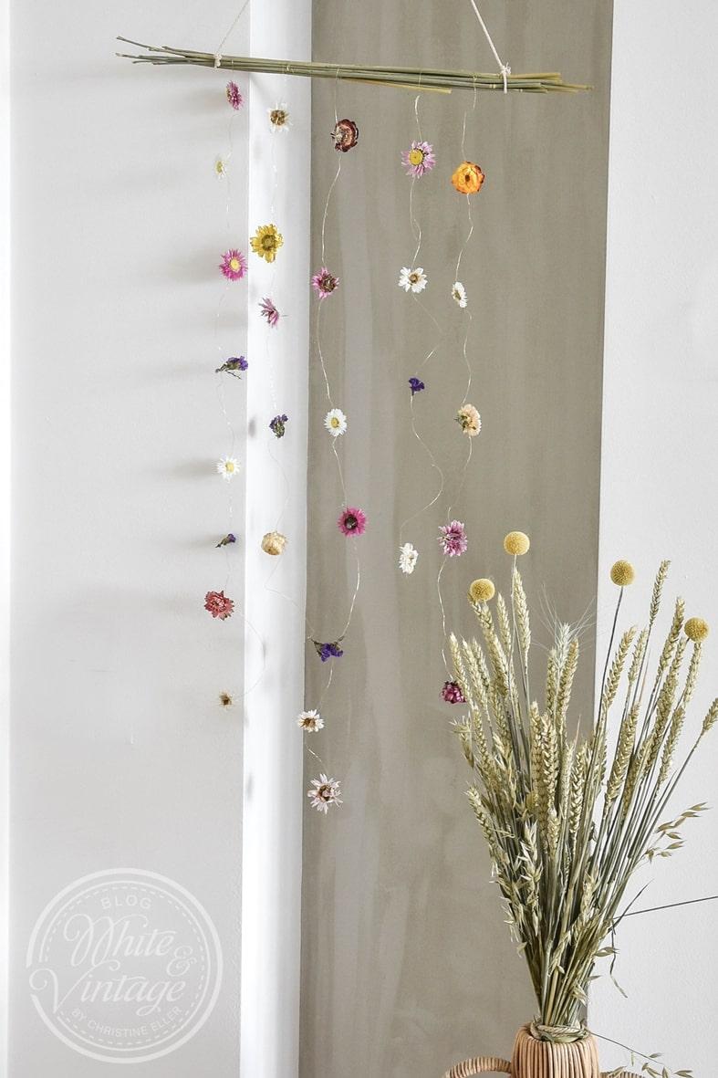 DIY-Deko Mobile aus Trockenblumen.