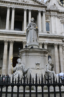 Statue of Queen Anne outside St Paul's   Cathedral (Aug 2017) © Andrew Knowles