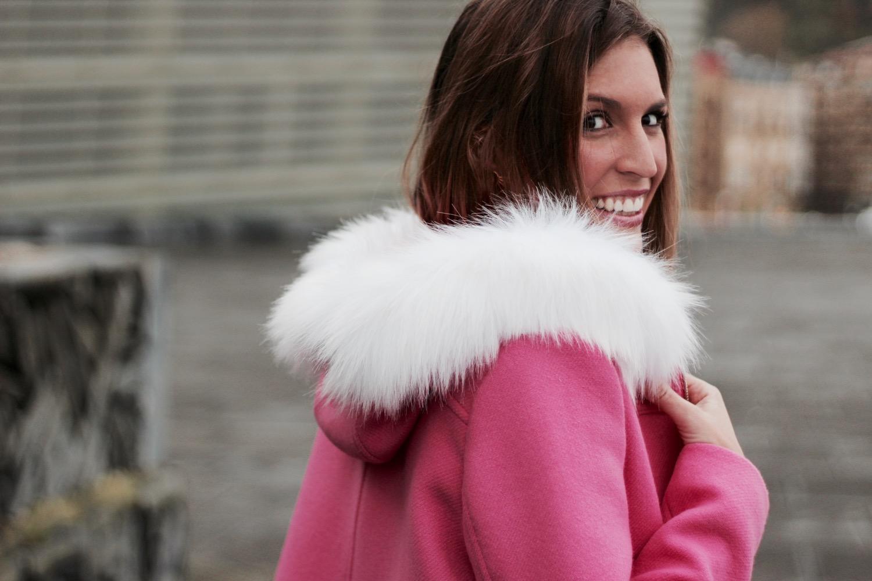 abrigo capucha de pelo blanco