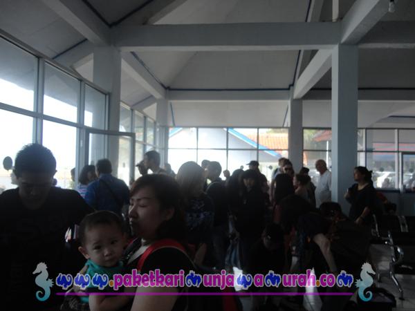 boarding kapal express feri di pelabuhan kartini jepara