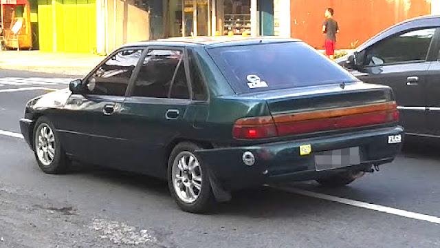Ford Laser Champ belakang