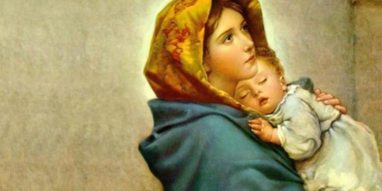 Tempatkan Dirimu dalam Pelukan Bunda Maria Melalui Doa Ini