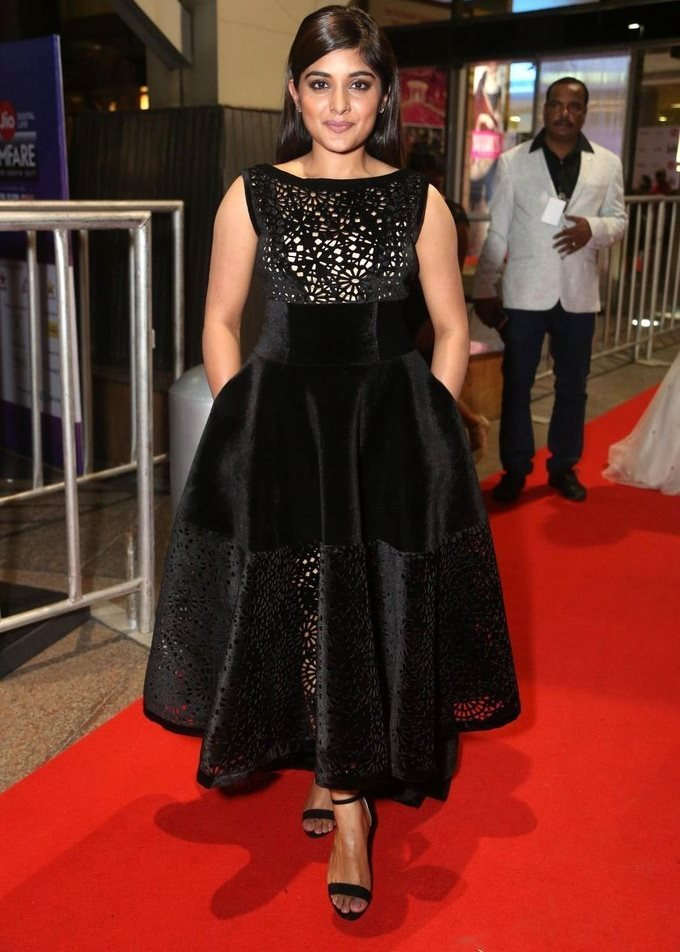 Niveda Thomas In Black Dress At Jio Filmfare South Awards 2017