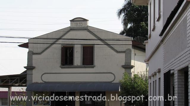 Casario antigo no centro de Monte Belo do Sul, RS
