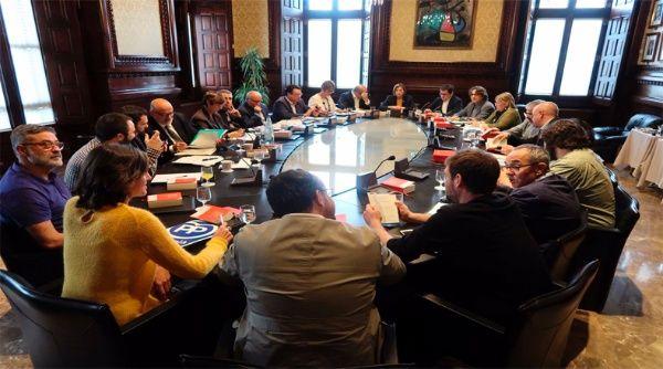 Parlamento catalán organiza reunión este jueves para responder aplicación del artículo 155