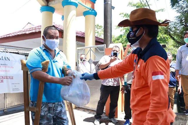 Walikota GSVL serahkan 5360 bantuan secara simbolis di Kecamatan Wenang